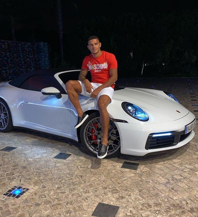 Diego Carlos a Porsche-vel néz