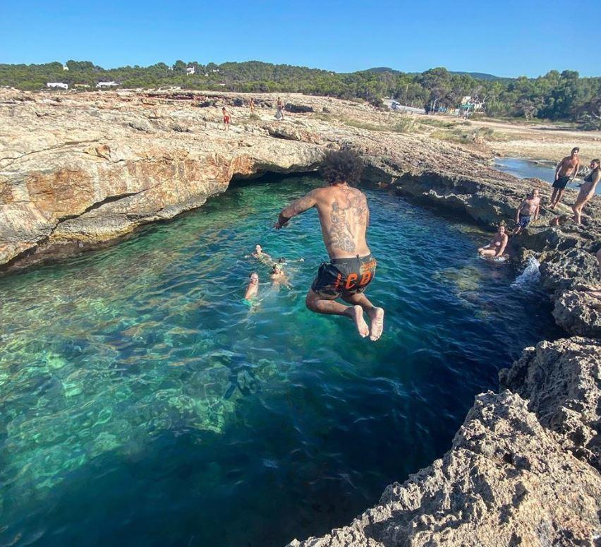 Marcelo ugrása a Cala Bassa-ban (Ibiza)