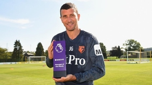 Gracia con el premio de entrenador del mes en La Premier.