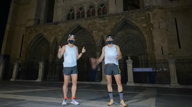 Pablo Villa y Luis Alberto Hernando, antes de salida desde la catedral...