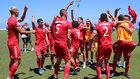 Los jugadores del Tamaraceite celebran sobre el mismo césped el...