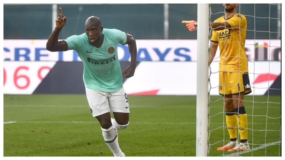 El Inter gana con goles de Alexis y Lukaku y obliga a la Juventus a vencer para alzar el 'Scudetto'