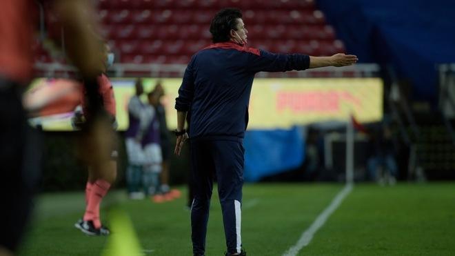 Salvador Reyes dirigió en lugar de Luis Fernando Tena, quien se...