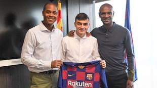 Kluivert, Pedri y Abidal, en las oficinas del Barça