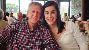 Carolina Marín, junto a su padre.