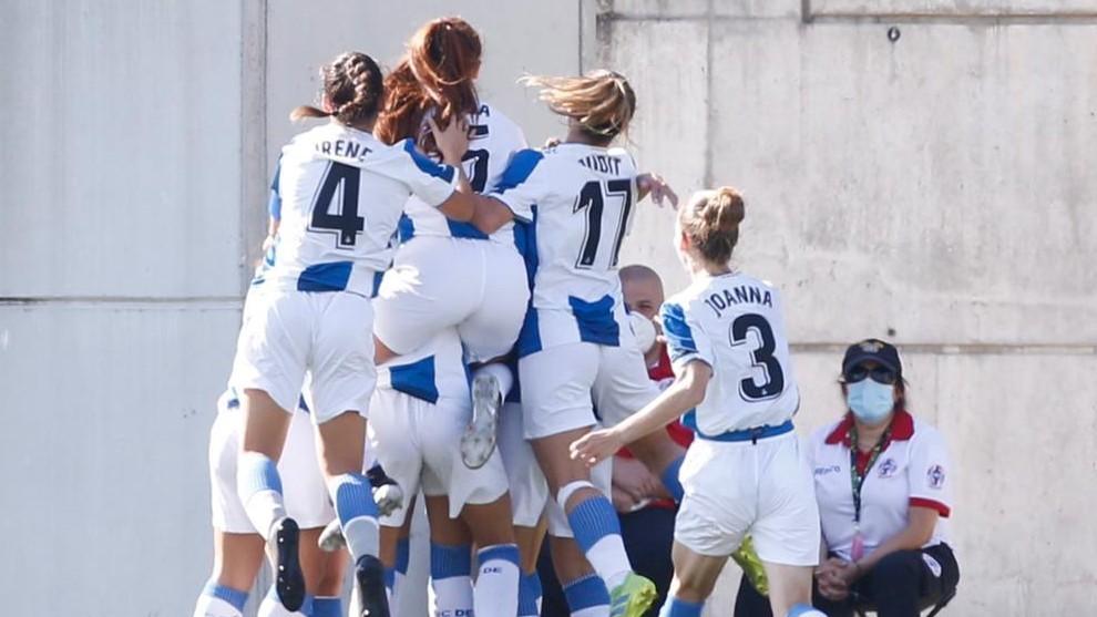 Las jugadoras del Espanyol celebran un gol.