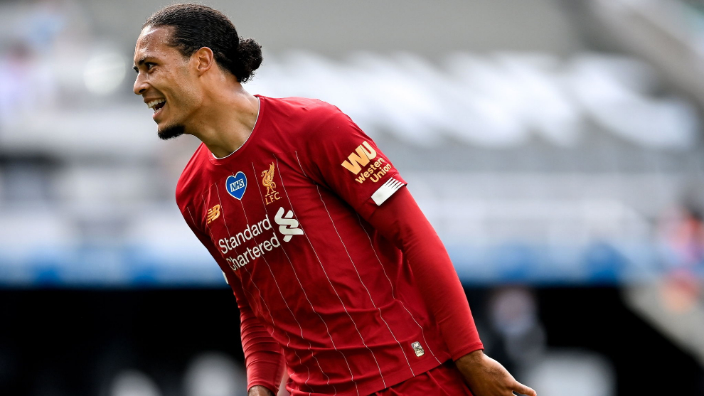 Newcastle (United Kingdom), 26/07/2020.- Liverpools Virgil lt;HIT gt;van lt;/HIT gt; lt;HIT gt;Dijk lt;/HIT gt; celebrates after scoring the 1-1 equalizer during the English Premier League soccer match between Newcastle United and Liverpool FC in Newcastle, Britain, 26 July 2020. (Reino Unido) EFE/EPA/Laurence Griffiths/NMC/Pool EDITORIAL USE ONLY. No use with unauthorized audio, video, data, fixture lists, club/league logos or live services. Online in-match use limited to 120 images, no video emulation. No use in betting, games or single club/league/player publications