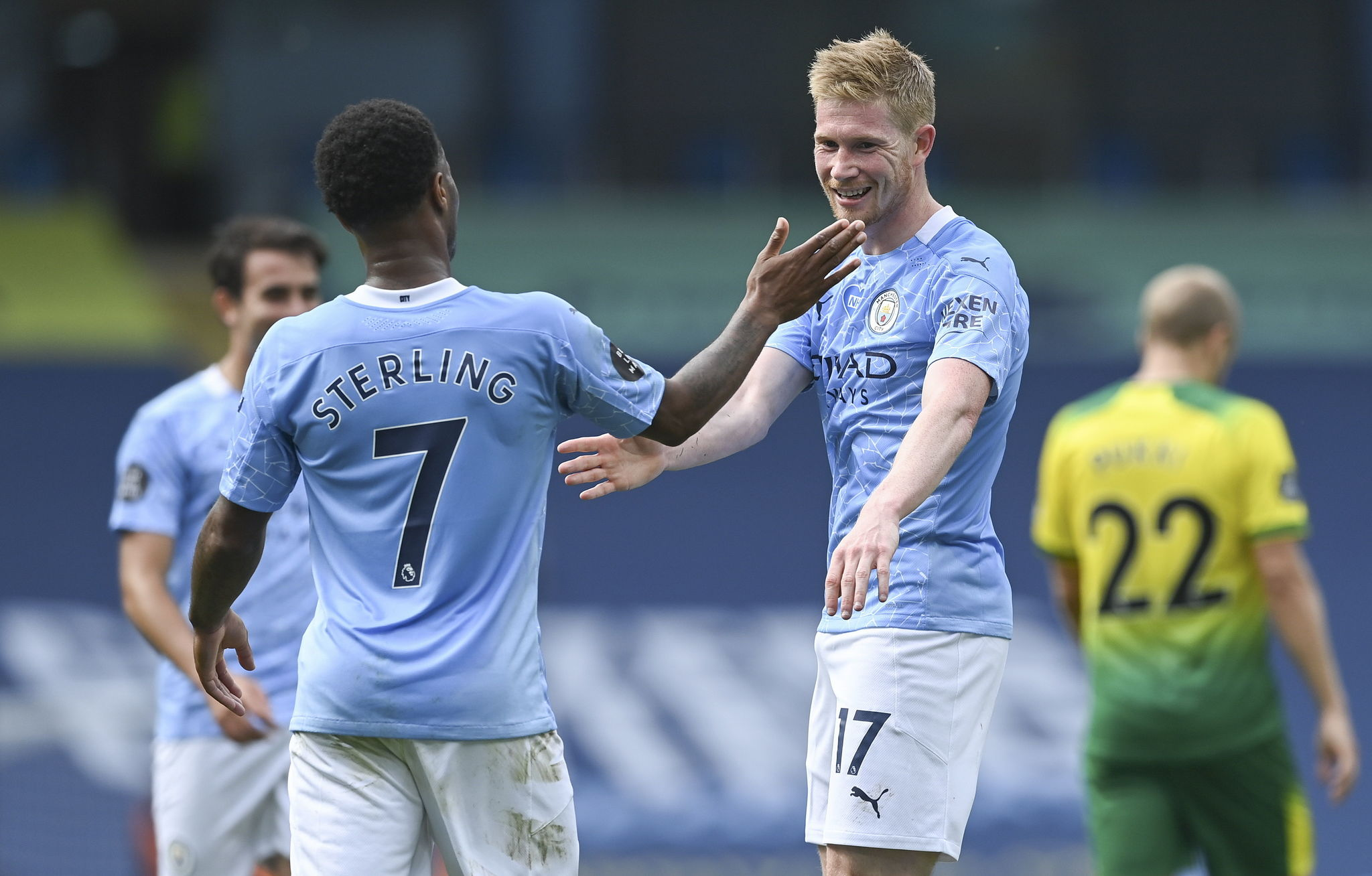 Manchester (United Kingdom), 26/07/2020.- Kevin De lt;HIT gt;Bruyne lt;/HIT gt; (R) of Manchester City reacts after scoring the 2-0 goal during the English Premier League match between Manchester City and Norwich City in Manchester, Britain, 26 July 2020. (Reino Unido) EFE/EPA/Shaun Botterill/NMC/Pool EDITORIAL USE ONLY. No use with unauthorized audio, video, data, fixture lists, club/league logos or live services. Online in-match use limited to 120 images, no video emulation. No use in betting, games or single club/league/player publications