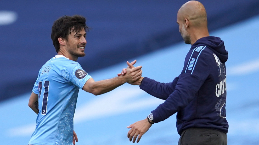 Manchester (United Kingdom), 26/07/2020.- lt;HIT gt;David lt;/HIT gt; lt;HIT gt;Silva lt;/HIT gt; of Manchester City (L) and Manchester City manager Pep Guardiola (R) react after lt;HIT gt;Silva lt;/HIT gt;s substitution during the English Premier League match between Manchester City and Norwich City in Manchester, Britain, 26 July 2020. (Reino Unido) EFE/EPA/Dave Thompson/NMC/Pool EDITORIAL USE ONLY. No use with unauthorized audio, video, data, fixture lists, club/league logos or live services. Online in-match use limited to 120 images, no video emulation. No use in betting, games or single club/league/player publications