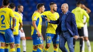 Pepe Mel habla con Alvarado, Kirian y Lemos tras un partido de Las...
