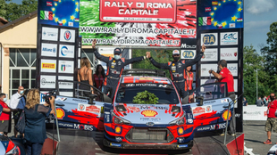 Dani Sordo y Carlos del Barrio recogiendo su trofeo en el Rally Stars...