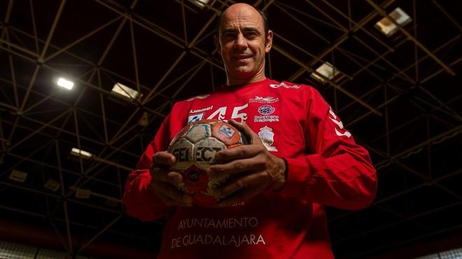 Hombrados renueva con el Guadalajara y cumplirá en activo los 49