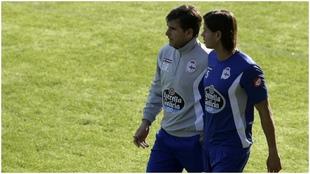Imagen de archivo del Dr. Lariño, del Deportivo, con Ze Castro.