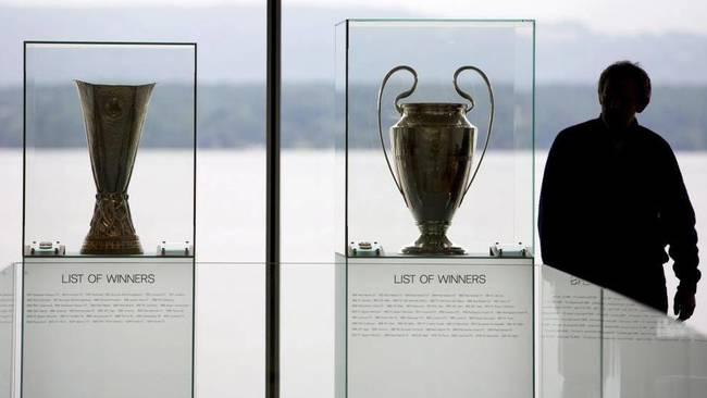 Los trofeos de la Champions y la Europa League, en Nyon.