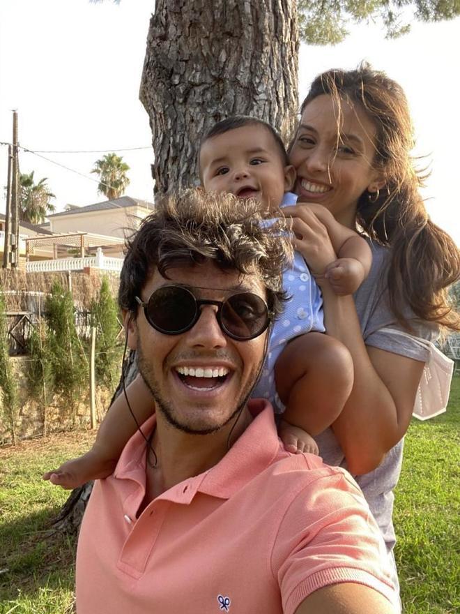 Cisco, el pequeño Gonzalo y su mujer Raquel.