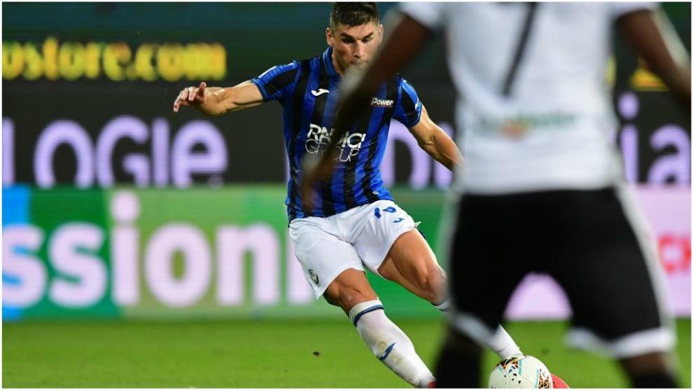 Ruslan Malinovskiy marca de falta el 1-1 de Atalanta.
