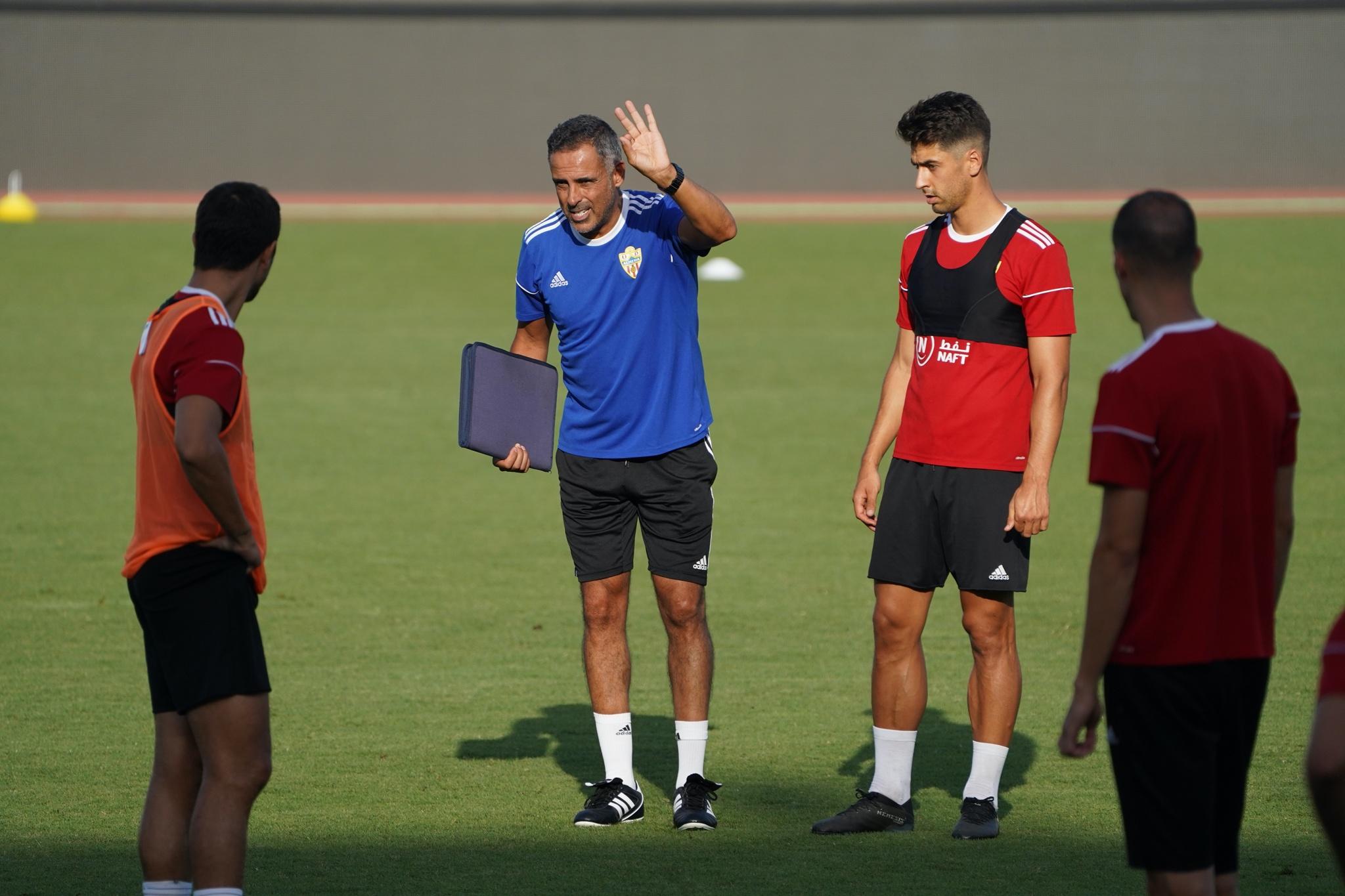 Jose Gomes, dirigiendo su primer entrenamiento con el equipo...