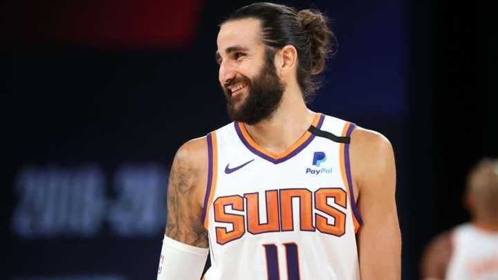 Ricky Rubio sonríe durante el último amistoso de los Suns.