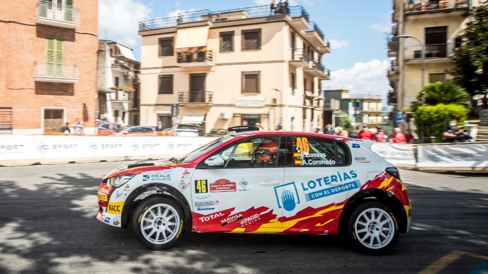 De no haber pinchado en el primer tramo, Bassas habría luchado por la victoria del ERC3 Junior con el nuevo Peugeot 208 Rally 4.