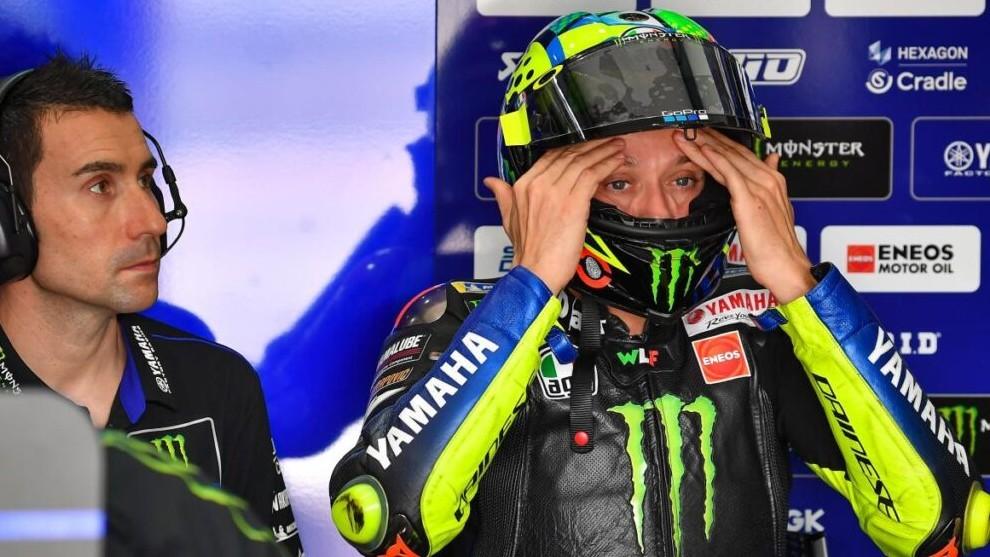 Valentino Rossi en el box.