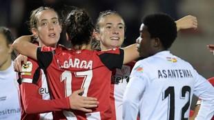 Las jugadoras del Athletic Club celebran un gol frente al EDF Logroño...