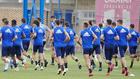 Los jugadores del Zaragoza realizan carrera continúa durante un...