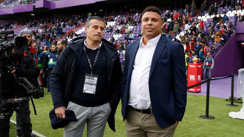 Miguel Ángel Gómez, junto a Ronaldo