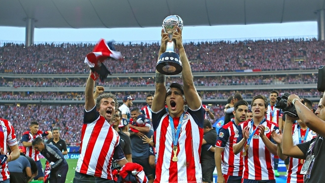 Chivas en su festejo por el trofeo de la Liga MX en 2017.