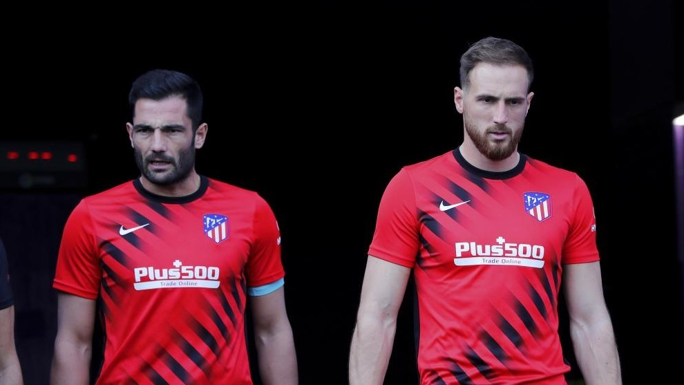 The difficult task of living in Oblak's shadow