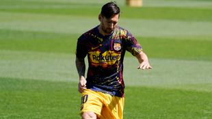 Lionel Messi en calentamiento con el Barcelona.