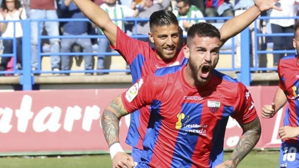 Borja Granero celebra un gol del Extremadura.