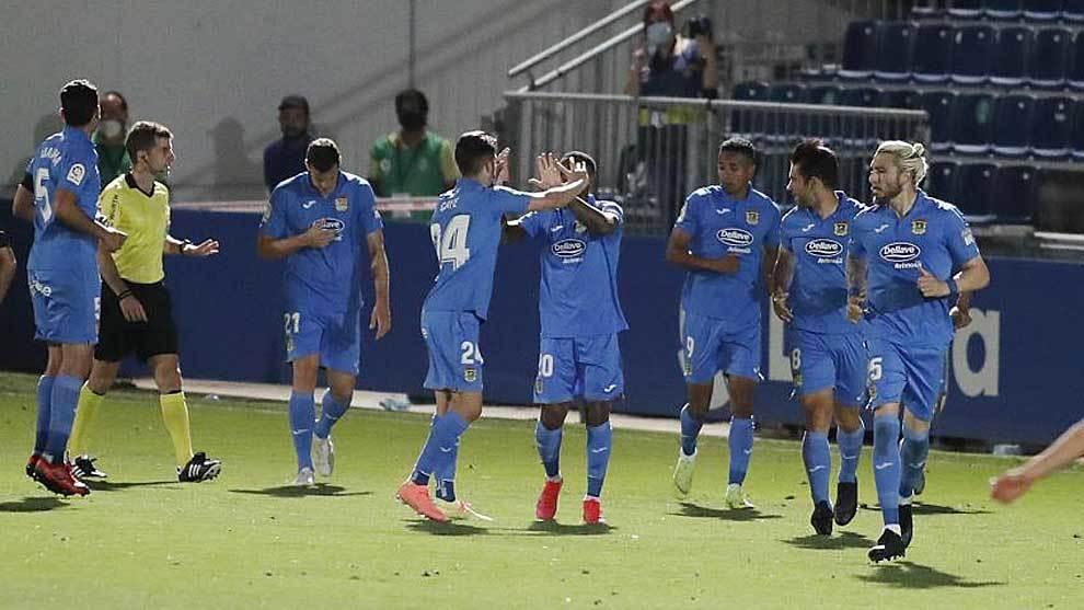 Los jugadores del Fuenlabrada celebran un gol ante el Mirandés