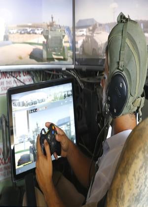El tanque que se maneja con un mando de consola y con el que se mata como en un videojuego