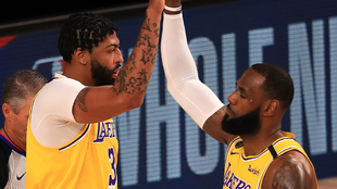 Los Lakers se llevaron el clásico de Los Angeles.