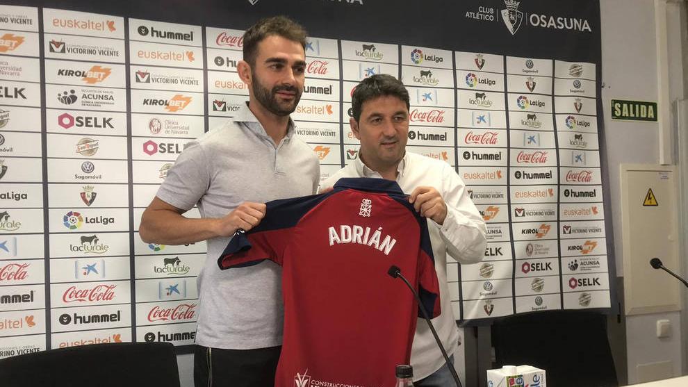 Adrián López seguirá un año más en Osasuna