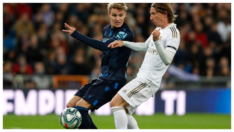 Martin Odegaard y Luka Modric, en el partido de Liga del Bernabéu.