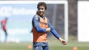 Milla, durante un entrenamiento con el Tenerife. Santiago Ferrero