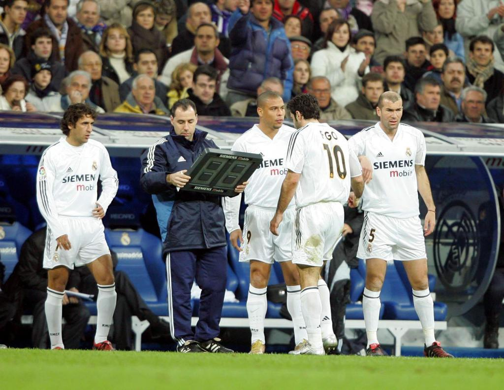 Ze Roberto on a Galactico: He would party and then turn up to training with almost no sleep