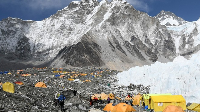 Nepal reabre el Everest tras cuatro meses cerrado por la pandemia