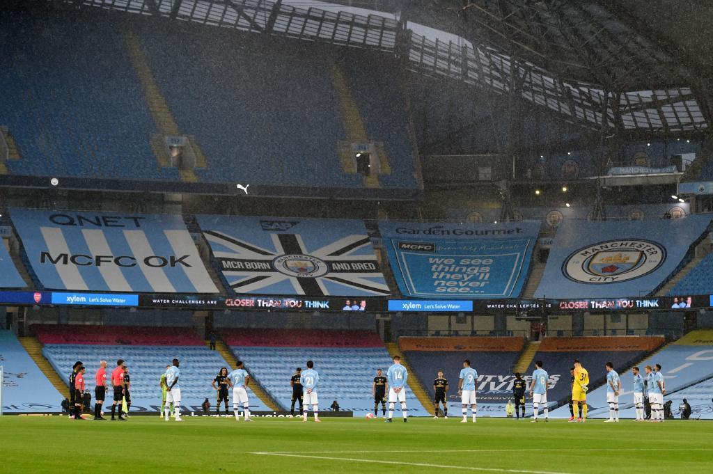El Etihad Stadium vacío antes del comienzo de un partido de la Premier League (2020)-