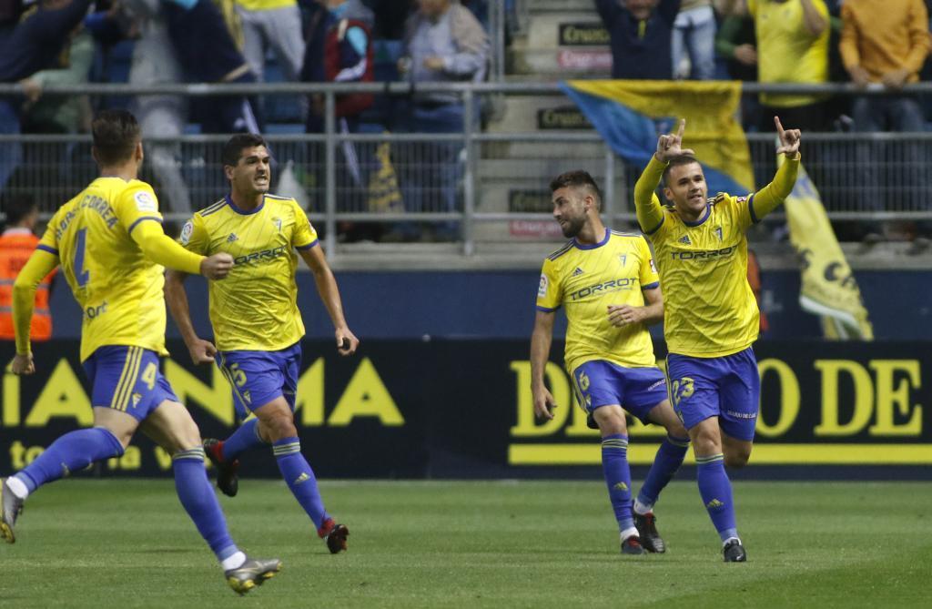 Aketxe celebrando un gol con el Cádiz en la temporada 2018-19.