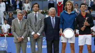 La entrega de trofeos del Mutua Madrid Open de 2019 con Djokovic y...