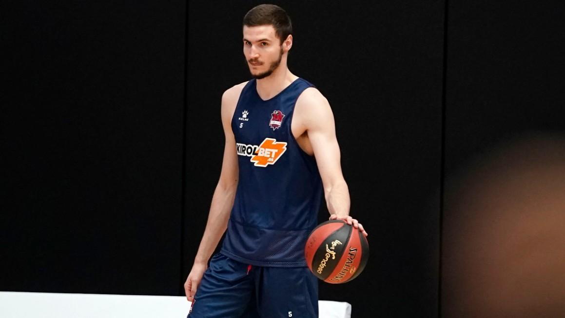 Miguel González, en un entrenamiento con el Baskonia.