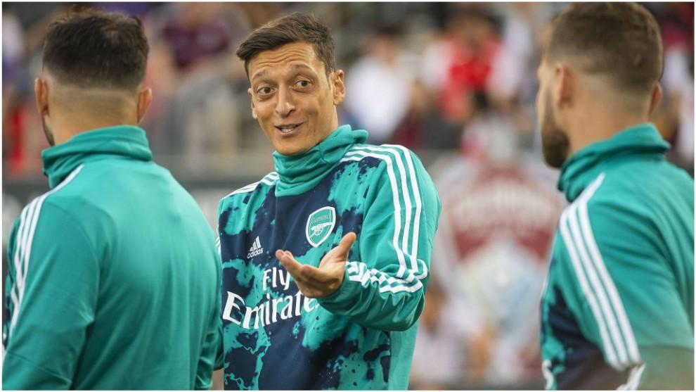 Mesut Özil, en una gira con el Arsenal.