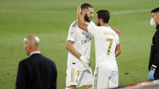 Hazard entra en el terreno de juego en lugar de Benzema en el partido...