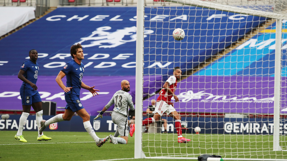 Aubameyang marcó un doblete para el Arsenal en la final de la FA Cup...