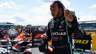 Hamilton arrasa a Bottas
