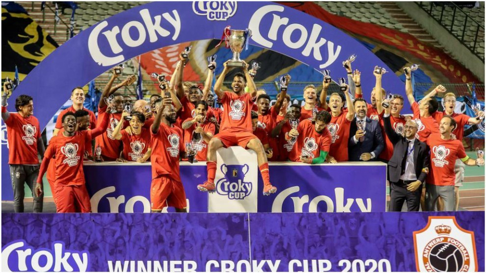 Los jugadores del Amberes celebran la conquista de la Copa.