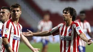 Morata y Joao, en un partido del Atlético.