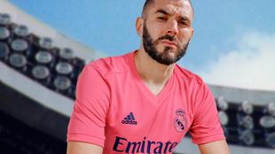 Karim Benzema con la nueva camiseta visitante del Real Madrid